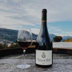 Bouteille de vin et verre Chateau de Bellet